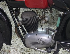 MV Agusta TR 125 red 1954 engine