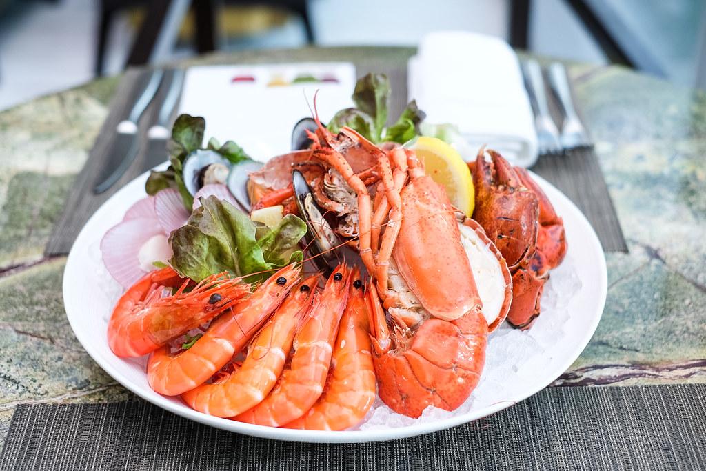 Seasonal Tastes' Fresh Seafood on Ice