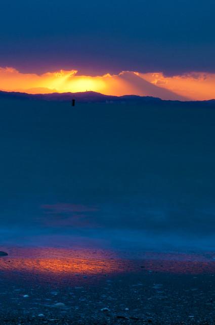 東京湾と富士山と夕陽