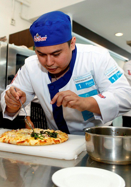 Fonterra FS Pic2 Chef Syairul, the Gold Award recipient for the Pizza Challenge, adding finishing touches to his winning recipe.