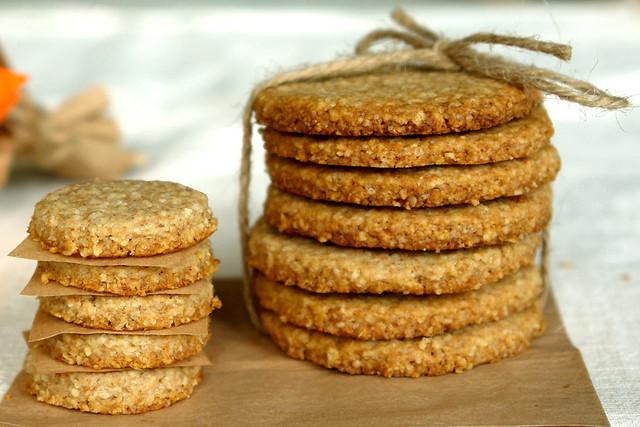 7087127649 2fd7d1deb4 z Biscuiti digestivi   Homemade Digestive Biscuits