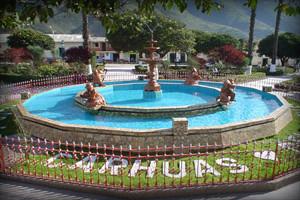 plaza-de-arnas-carhuaz-ancash-peru