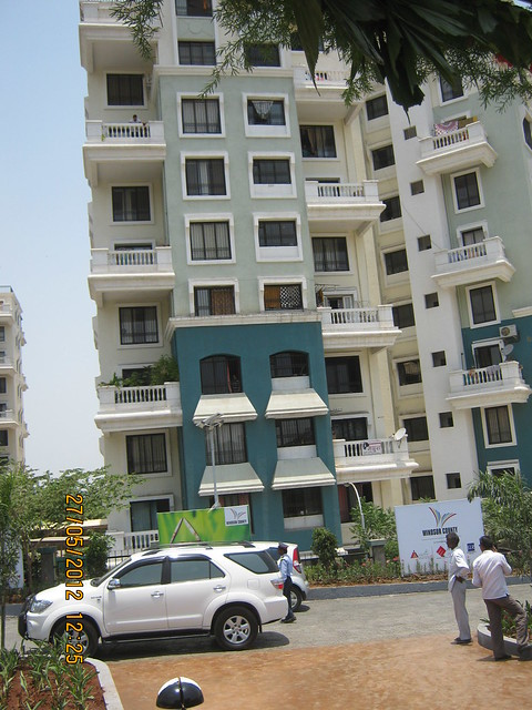 Common compound wall with Reelicon Garden Grove - Visit Windsor County, 1 BHK 2 BHK & 3 BHK Flats near Reelicon Garden Grove, Datta Nagar, Ambegaon Budruk, Pune 411046