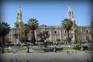 catedral-plaza-de-armas-arequipa-peru