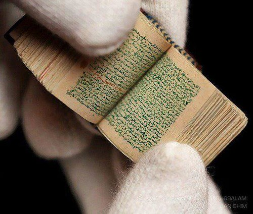 "Smallest Handwritten Holy Quran in the World ""SUBHANNALLAH"