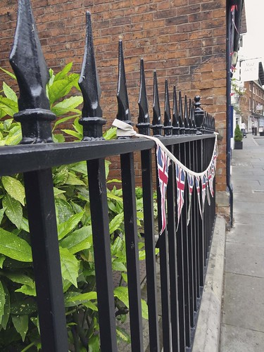 Shrewsbury fence, Jubilee bunting