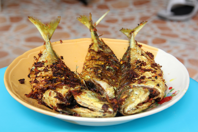 Pla Too Tod Cumin (Fried Mackerel with Turmeric) ปลาทูทอดขมิ้น