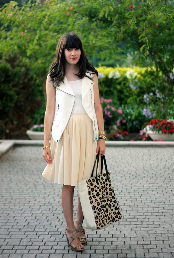 zara_white_vest_prada_pleated_skirt1