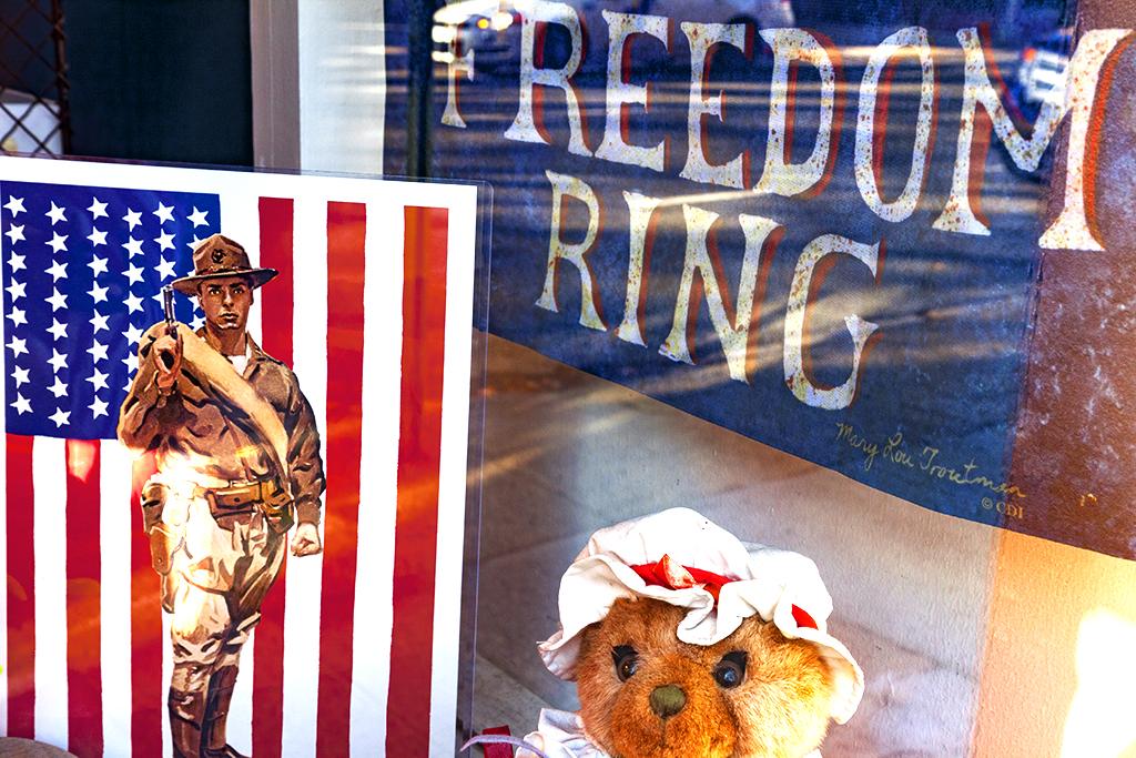 Patriotic-display-on-3-13-14--Olde-City