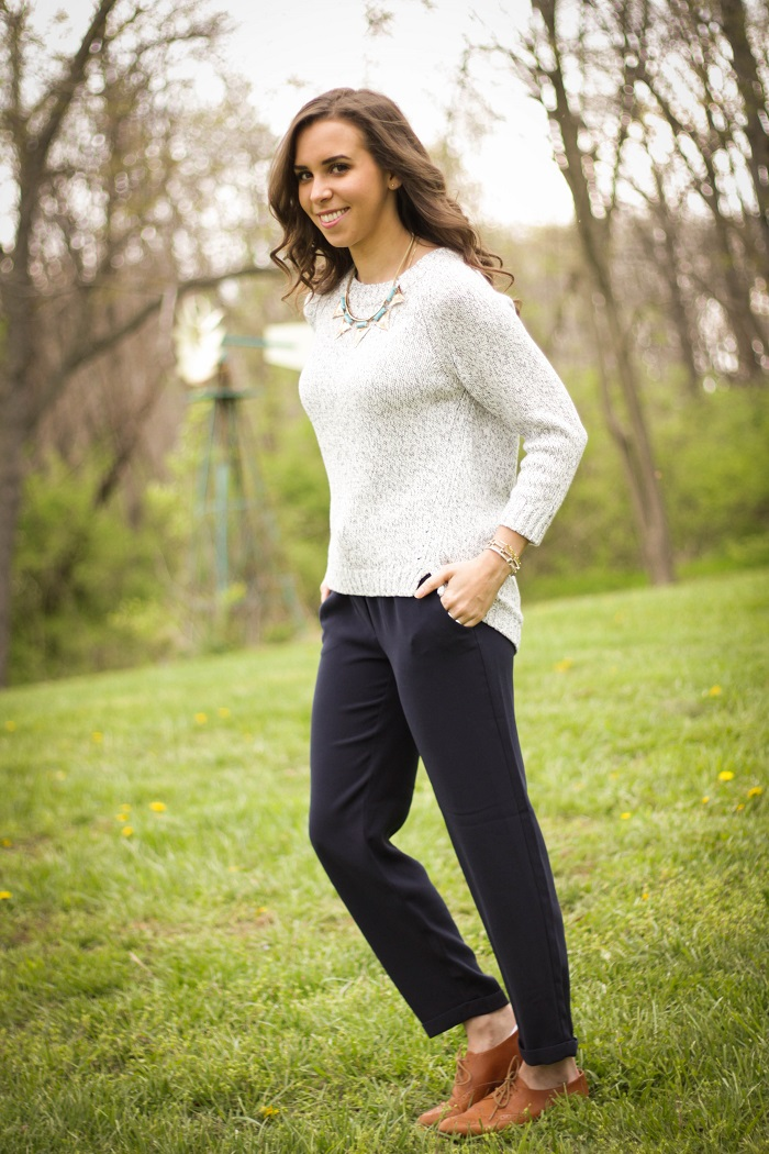 virginia blogger. style blogger. dc blogger.  fashion blogger. va darling. jcrew jogger pants. leather oxfords. hm necklace. gap sweater. casual spring style. 1