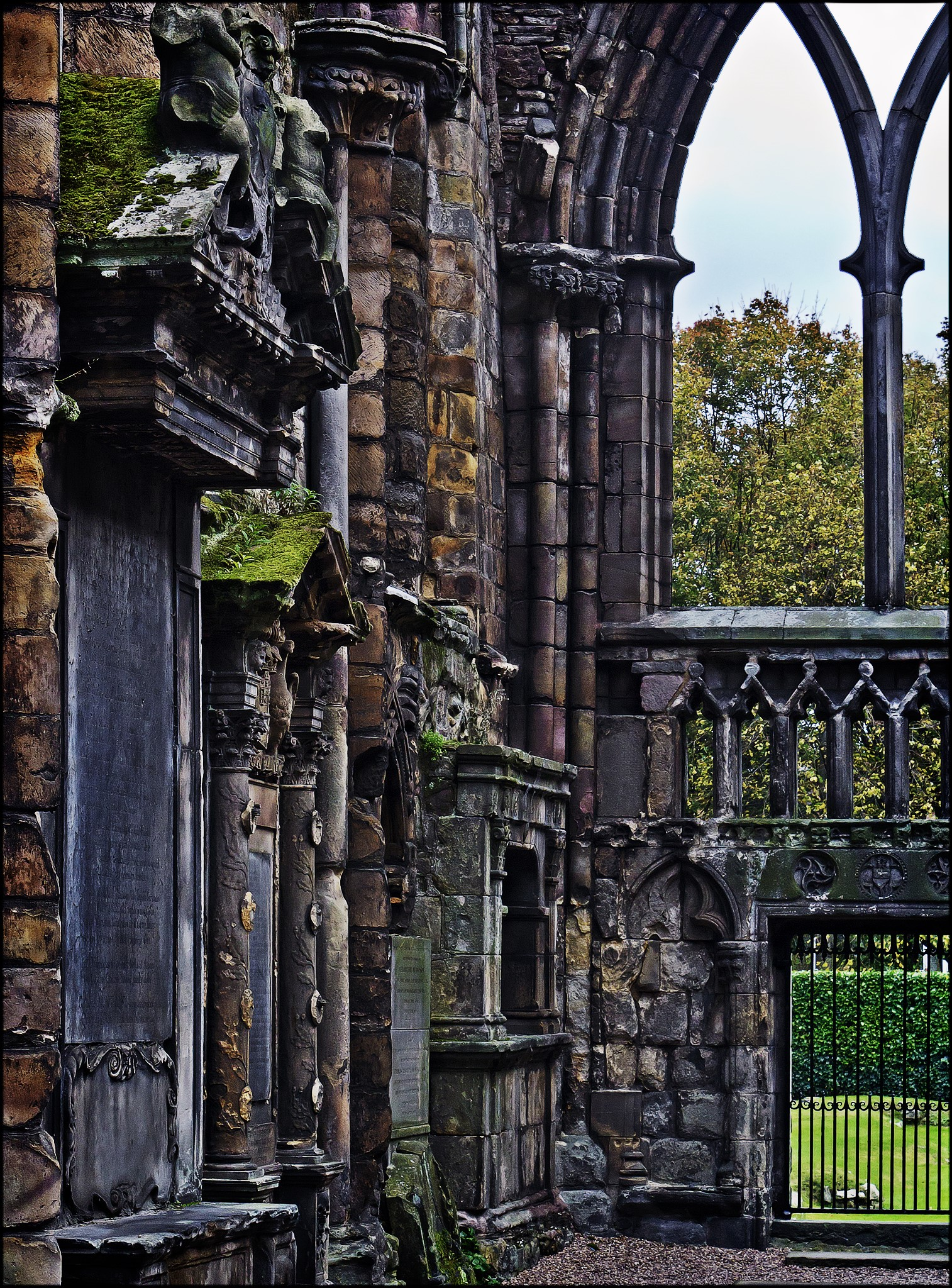 Holyrood Abbey. Credit dun_deagh