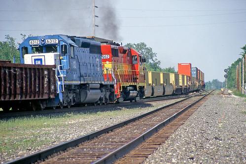 tracks railroadtracks csx sd402 gp35 wheelinglakeerie csxtrains greenwichohio wheelinglakeerierailway wle2662 csxstacktrains csxgreenwichsubdivision wlemotivepower wle6312 wlelocomotives
