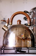 lighting(0.0), metal(1.0), kettle(1.0), iron(1.0), copper(1.0), small appliance(1.0),