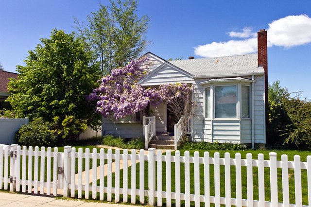 House With White Fence Images Stock Photos amp Vectors