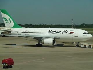 Un avion de la compagnie Mahan air (d'Iran) à l'aéroport de Dusseldorf