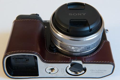 7167063854 80f07a1721 Funda de cuero para la Sony NEX 7. Gariz