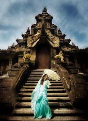 [フリー画像素材] 人物, 女性, 宗教施設, ワンピース・ドレス, マレーシア人, 寺院・お寺 ID:201205190800