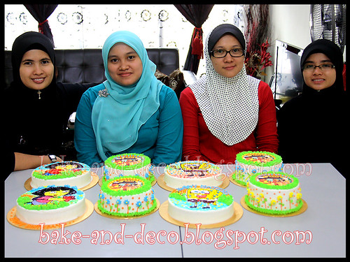 Combo Class: Basic Buttercream Cake + Drawing on Buttercream Cake ~ 31 March 2012