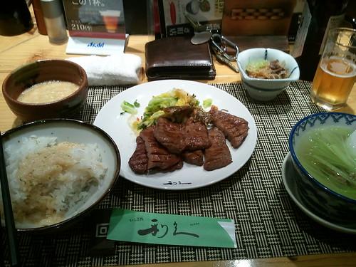 利久の牛タン定食1.5人前…。食べかけですみません。