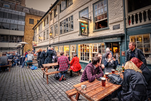 London Pub- Photo by Abariltur