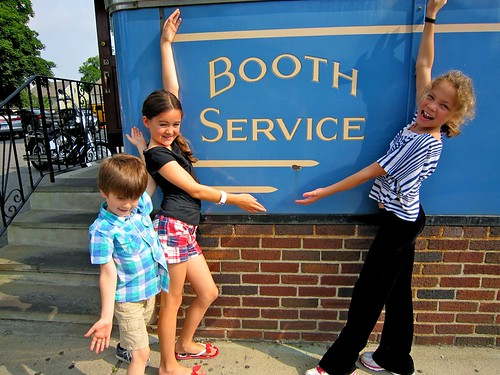 Wilson's Diner Booth Service - Retro Roadkids