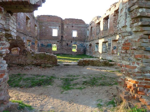 Лошица Руины  красной мельницы 3
