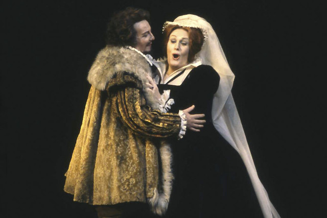 Stuart Burrows as Leicester and Joan Sutherland as Maria Stuarda in Maria Stuarda, The Royal Opera. Photograph by Donald Southern © 1977 ROH