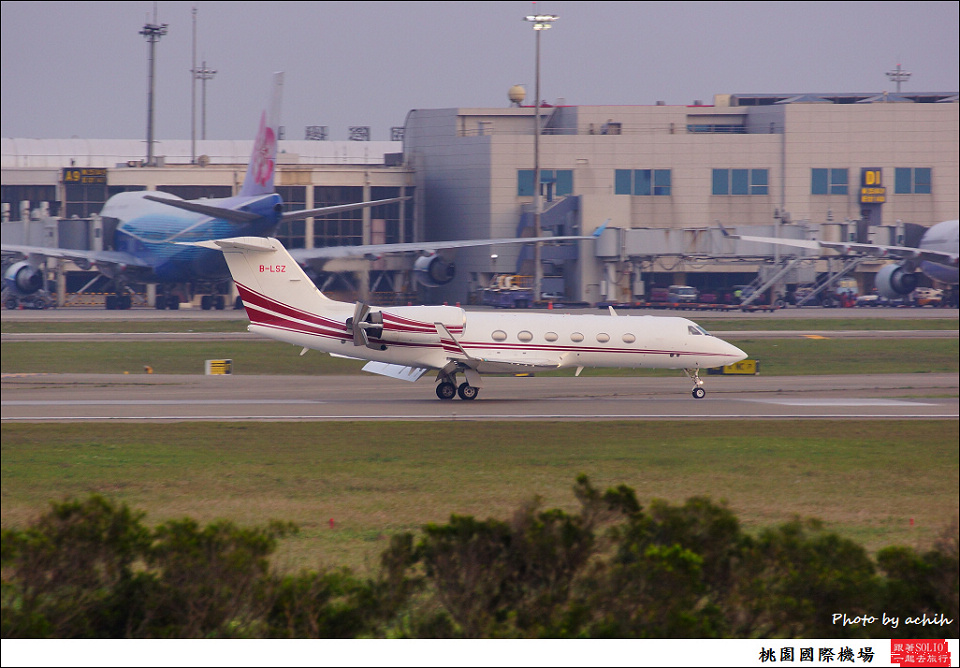 Gulfstream Aerospace G-IV Gulfstream G300 B-LSZ 007