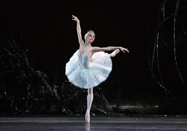 Marianela Nuñez as Odette in Swan Lake © Dee Conway/ROH 2008