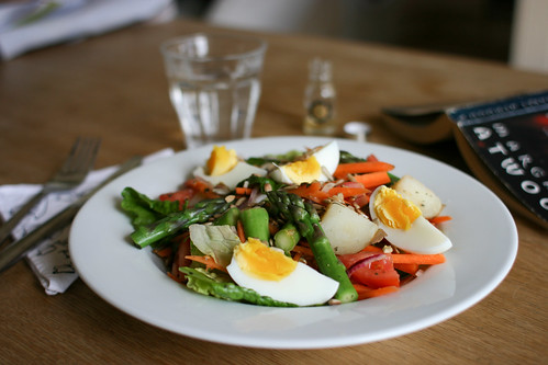 Salad of asparagus, potato and boiled egg