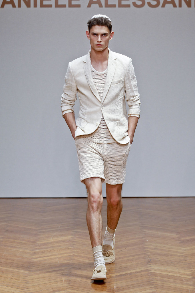 SS13 Milan Daniele Alessandrini007_Arthur Gosse(fashionising.com)