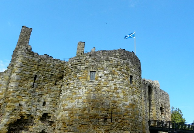 Dirleton Castle, Scotland - Flickr CC Aly1963