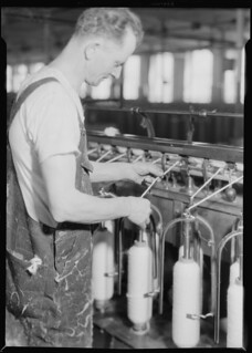 Textiles. Pacific Mills. Piecing-up on slubber frame (Front view), April 1937