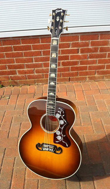 Photo:Gibson Guitars  81 By Larry Ziffle