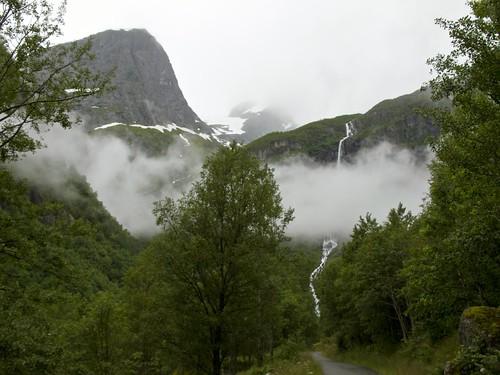 224 Hacia el glaciar Briksdal