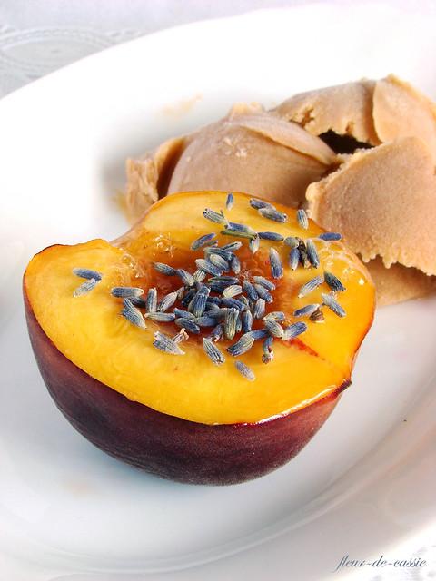 персики запеченные с лавандой и медом 2