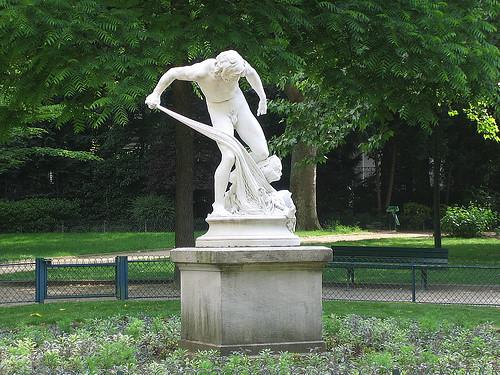IMG 8901 _ Pêcheur ramenant la tête d'Orphée dans ses filets (1883), Louis-Eugène Longepied (1849-1883), Marbre, Jardins du Ranelag, Paris