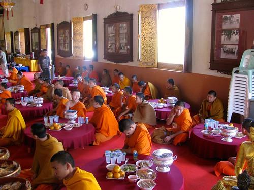 Orando antes del almuerzo