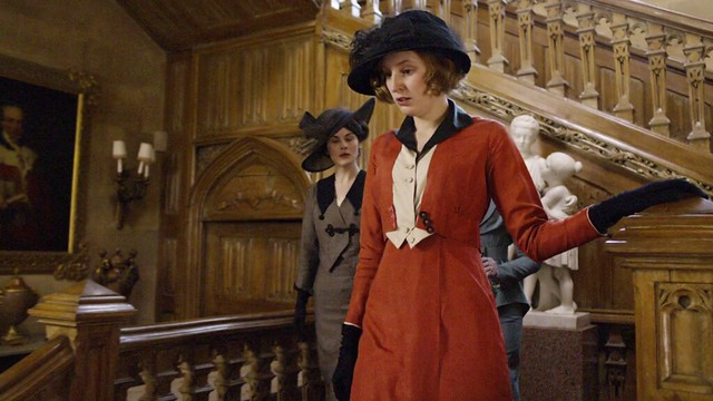 DowntonAbbeyS01E02_Sybil_coraldress