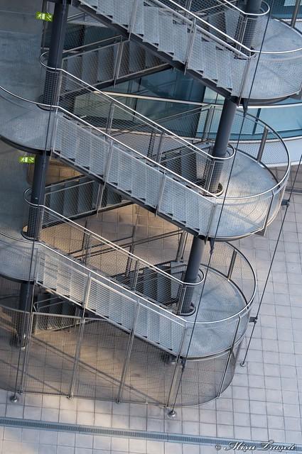 scări