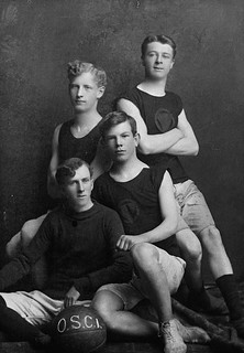 Norman Bethune with Clark, Lewis and McNeil, members of the Owen Sound Collegiate Institute soccer team / Norman Bethune avec Clark, Lewis et McNeil, membres de l'équipe de soccer du Owen Sound Collegiate Institute