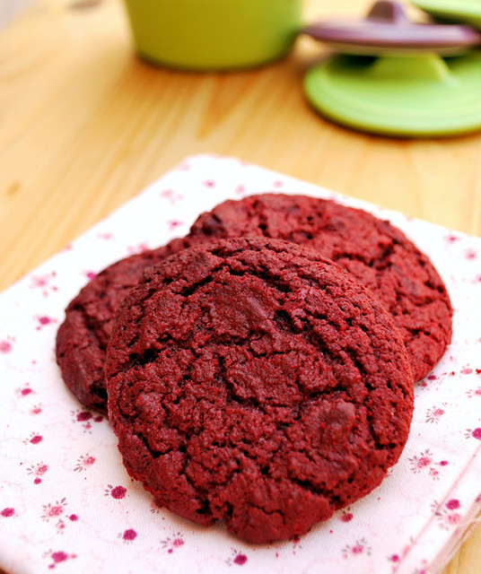 red velvet cookies 01 640