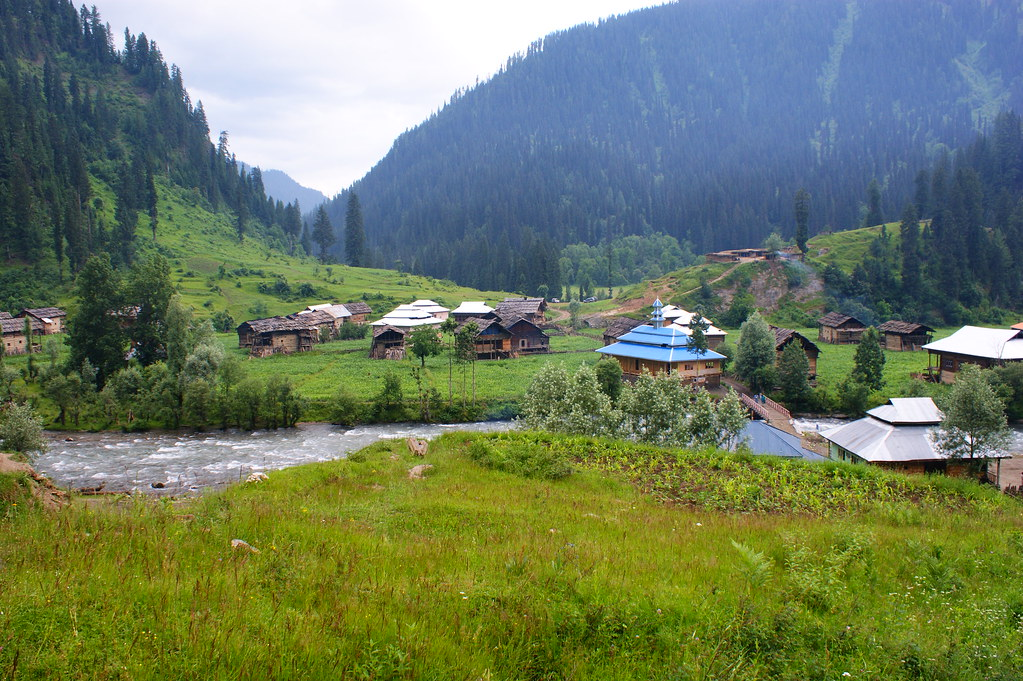 """MJC Summer 2012 Excursion to Neelum Valley with the great """"LIBRA"""" and Co - 7607601406 ecf7f19a20 b"""