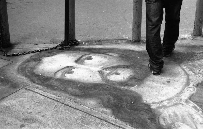 """Fotografía convencional, Lima en rollo: """"Cristo en los suelos"""",  Jr. Trujillo."""