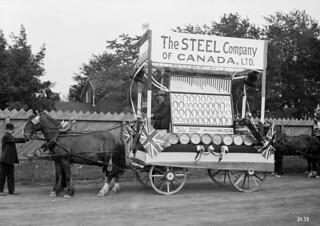 Float of the Steel Company of Canada Ltd. in the Labour Day Parade / Char de la Steel Company au défilé de la fête du Travail