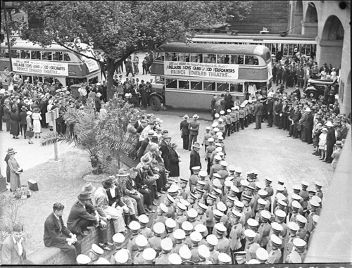 Adelaide Boys' Band arriving at Central Railway, Sydney, 14 January 1937 / photographer Sam Hood