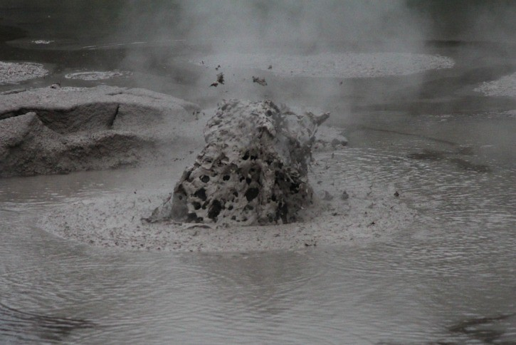 The Mud Pool in Rotorua, New Zealand I @SatuVW I Destination Unknown