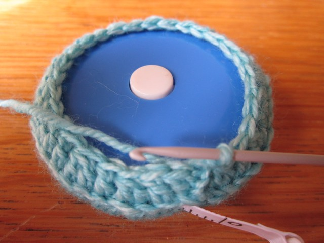 crochet tape measure cases tutorial (27)