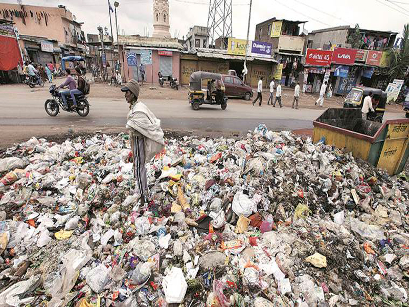 कचरा (फोटो साभार: इण्डियन एक्सप्रेस)