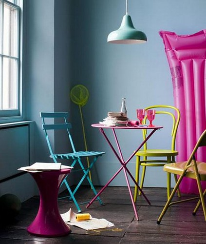 Retro-Decorating-Spaces-and-Inspiring-Color-and-Materials1-587x693